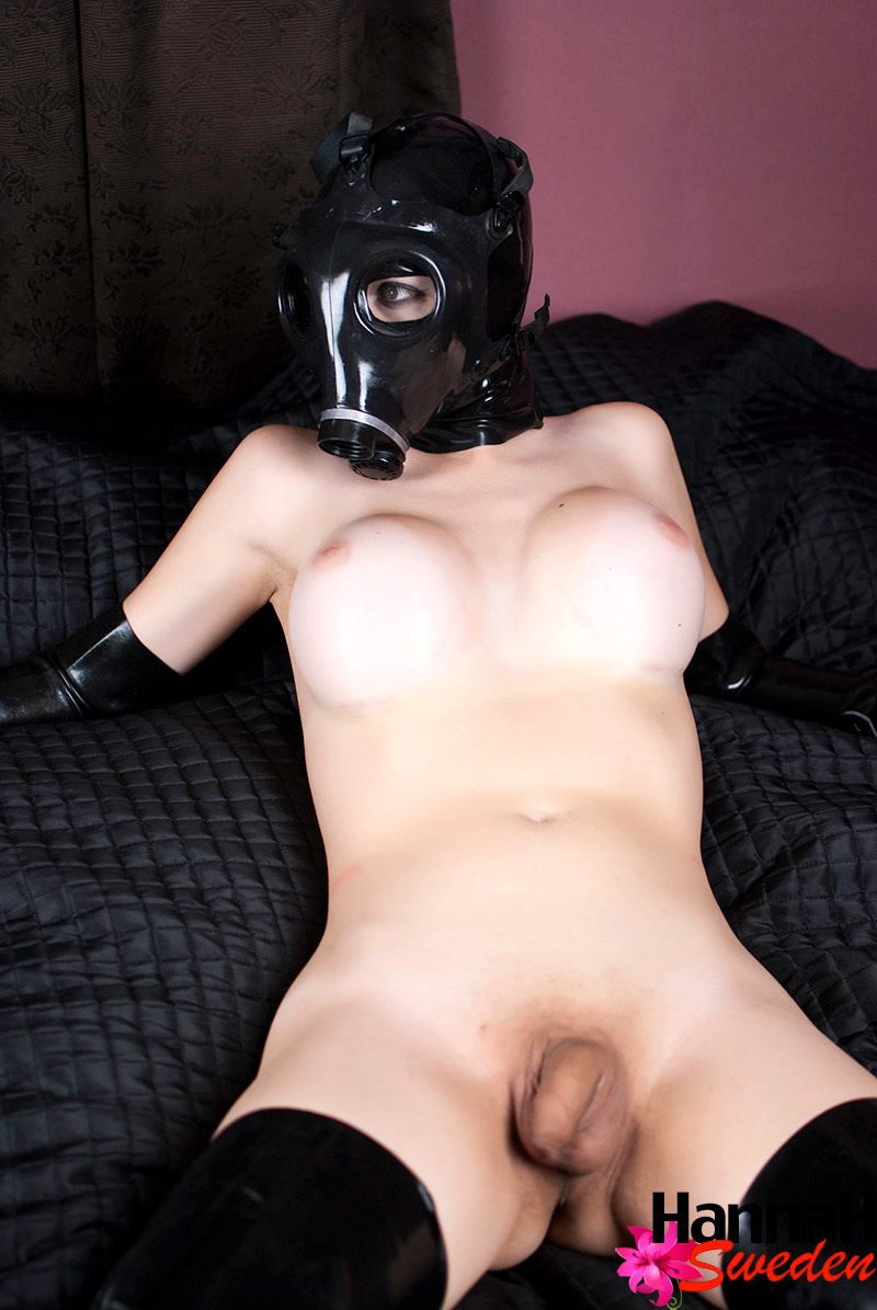 femboy hannah with a gass mask showing her ass