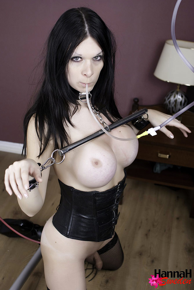 fetish entusiest tgirl gives herself an douche