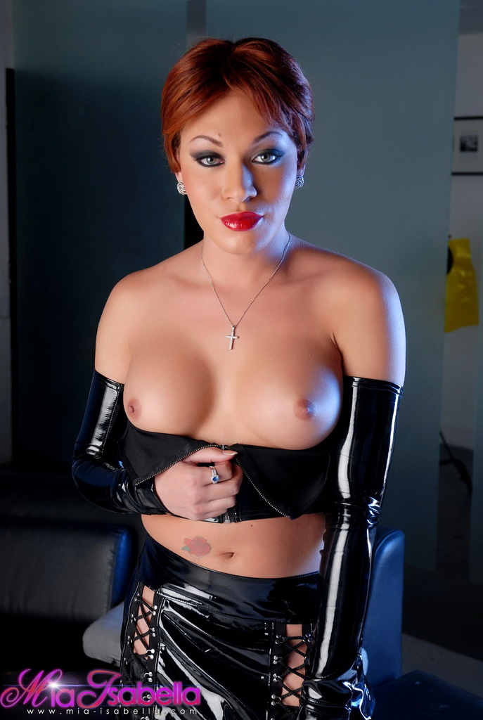 sensual mia isabella posing in kissable leather costume