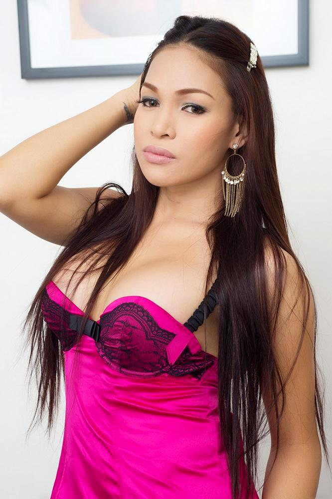 ts vitress tamayo in pink panties flashes her perfect breasts