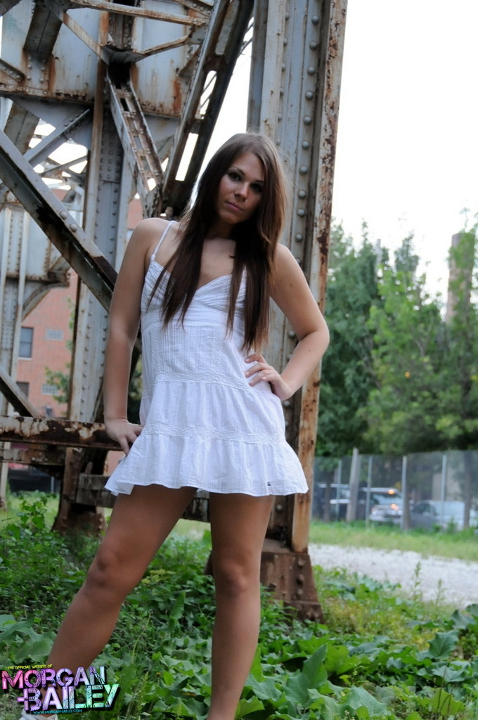 unbelievable tranny ashley stripping outdoors