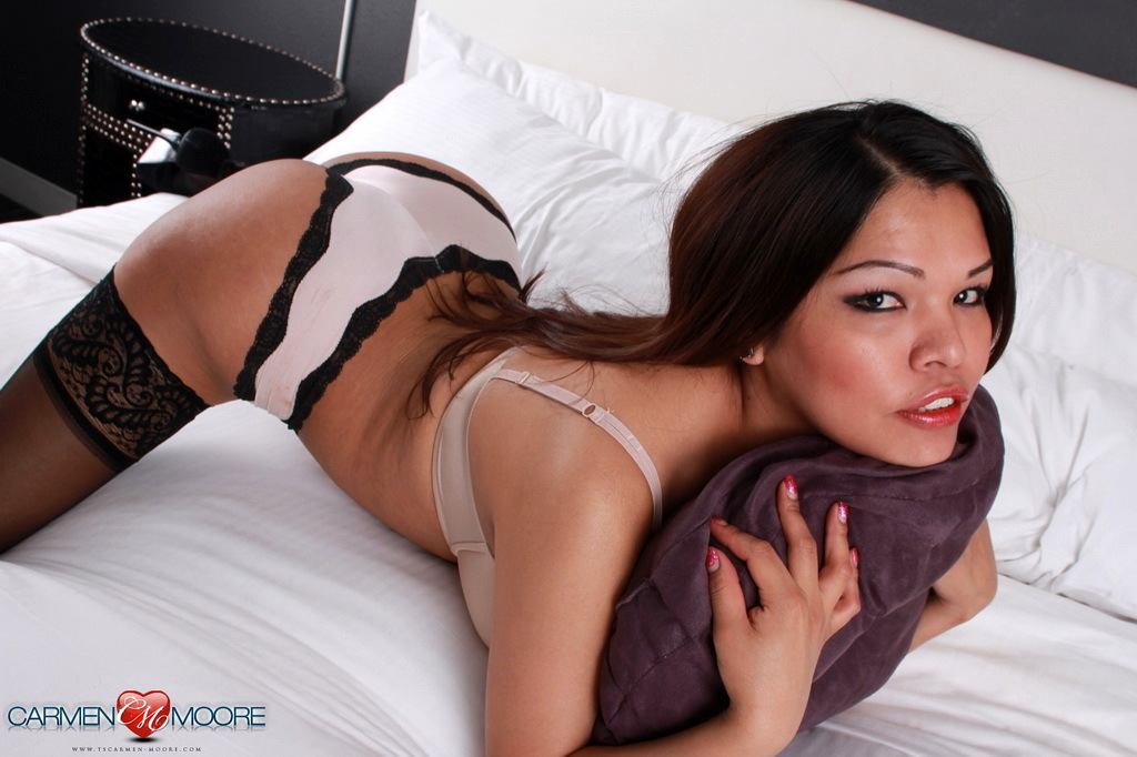 voluptuous carmen stripping on the bed
